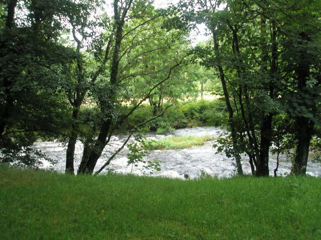 English: Fast flowing water near Tarr Steps