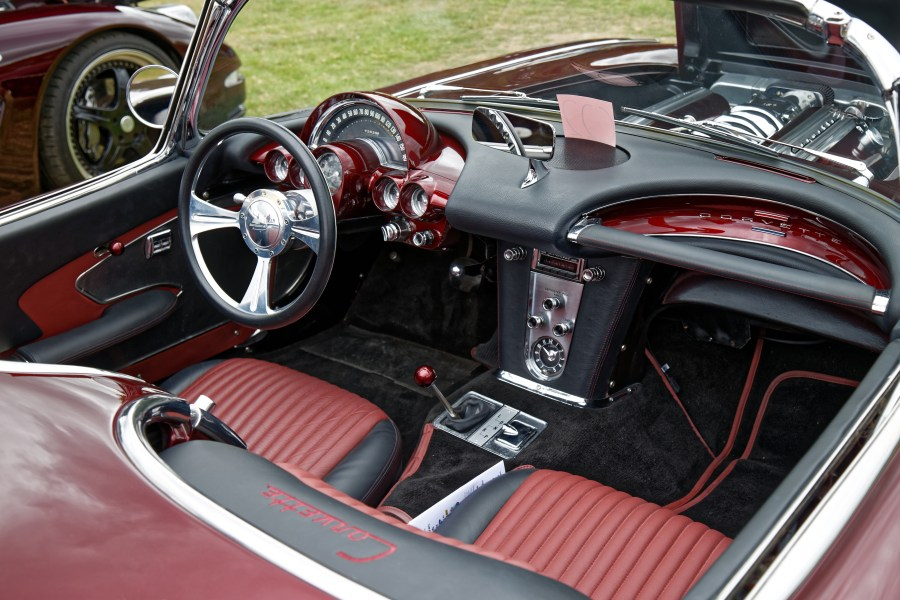 1958 chevrolet cars » File 1958 Chevrolet Corvette C1 5700cc at Hatfield Heath Festival     File 1958 Chevrolet Corvette C1 5700cc at Hatfield Heath Festival 2017    cockpit jpg