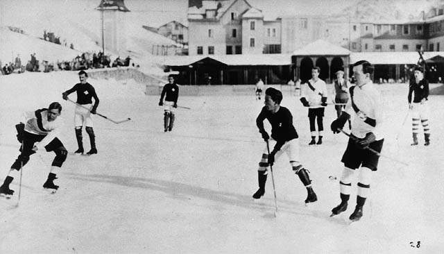 Ice hockey 1922.jpg