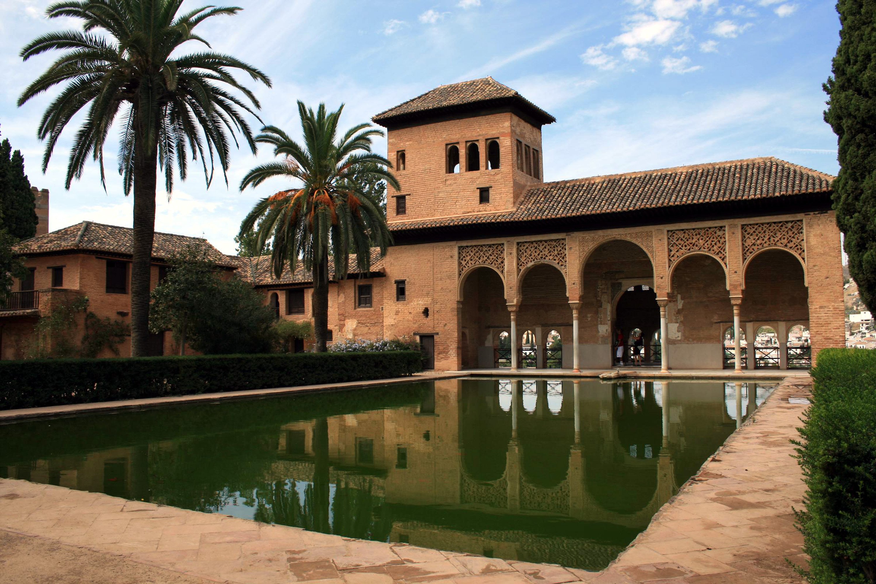 https://i2.wp.com/upload.wikimedia.org/wikipedia/commons/e/e1/Alhambra_-_Granada_1.jpg