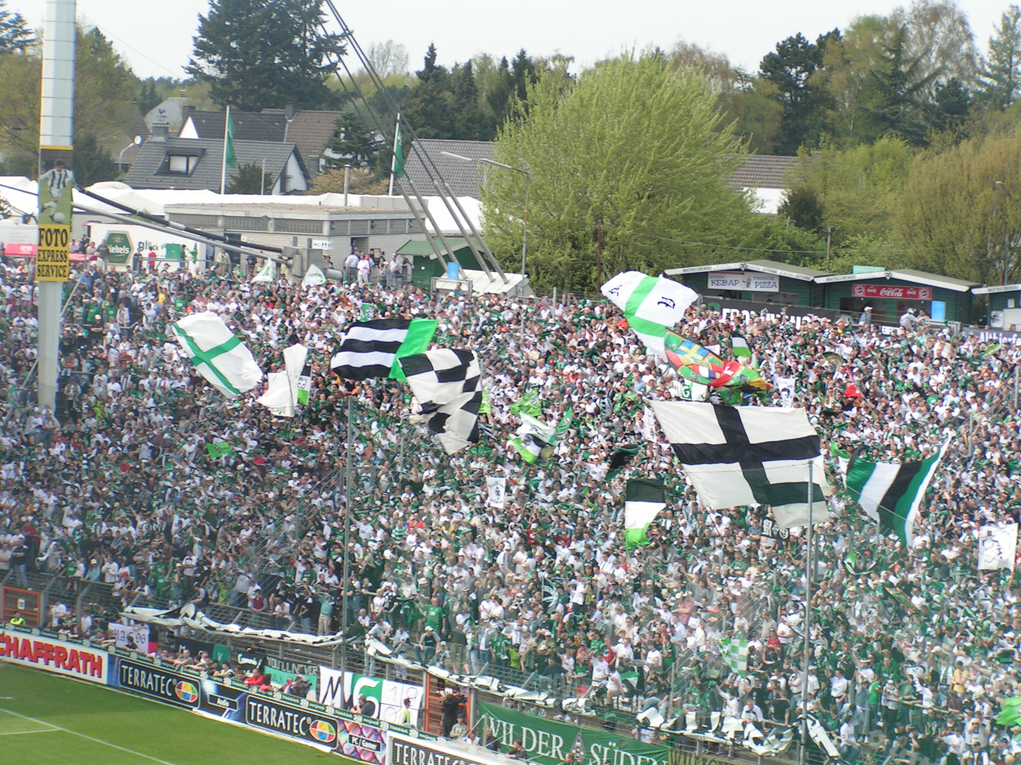 https commons wikimedia org wiki file gladbach fans jpg