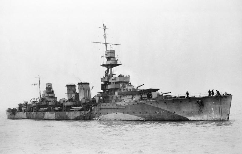 British light cruiser HMS DAUNTLESS underway.