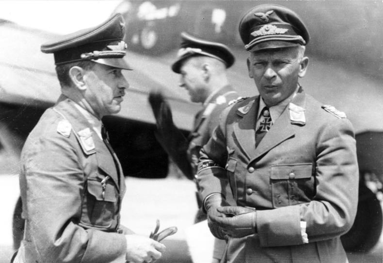 File:Bundesarchiv Bild 101I-452-0985-36, Russland, Generäle Löhr und W. v. Richthofen.jpg
