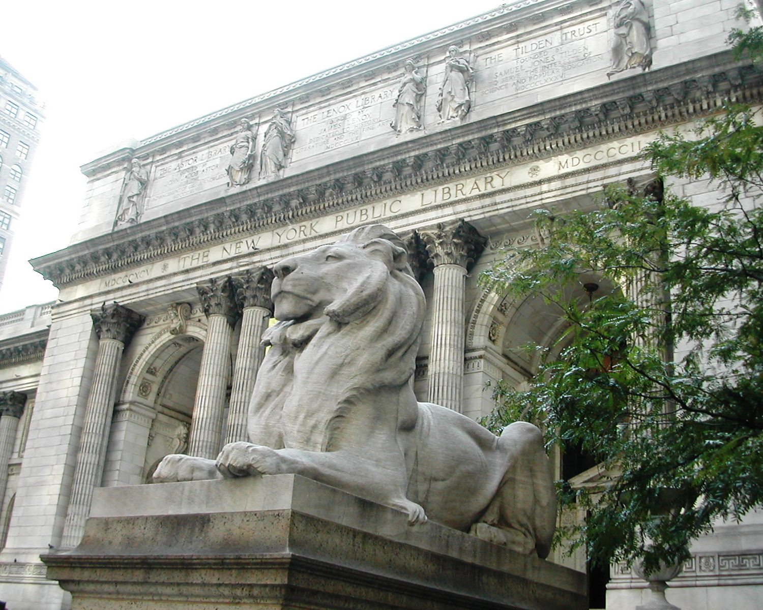 Lion statue outside the New York Public Library