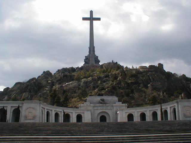 Archivo:Santa Cruz del Valle de los Caídos.jpg