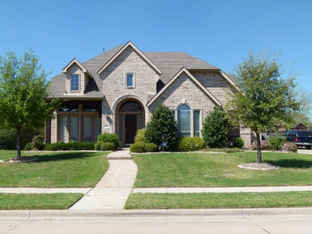 File:Beautiful Home with roof and green Lawns in Dallas.jpg