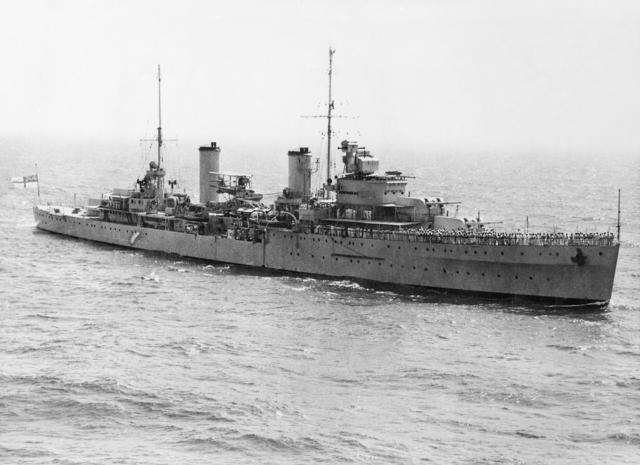 File:HMAS Sydney (AWM 301473).jpg