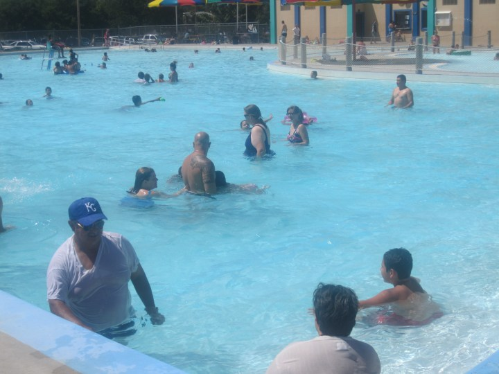file:swimmers in garden city, ks img 5879 - wikimedia commons