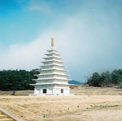 File:Temple Miruksa.jpg