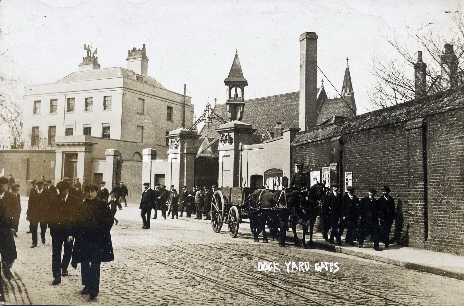 File:Woolwich Dockyard gates, ca 1900.jpg - Wikimedia Commons