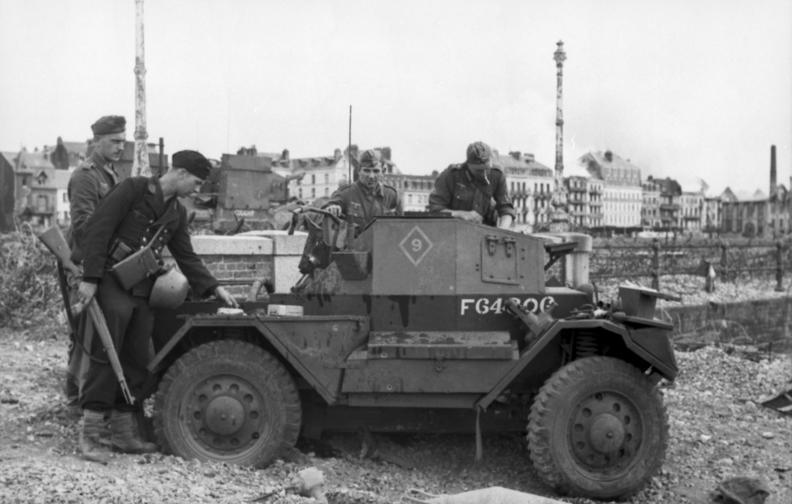 File:Bundesarchiv Bild 101I-291-1207-11, Dieppe, Landungsversuch, englischer Spähpanzer.jpg