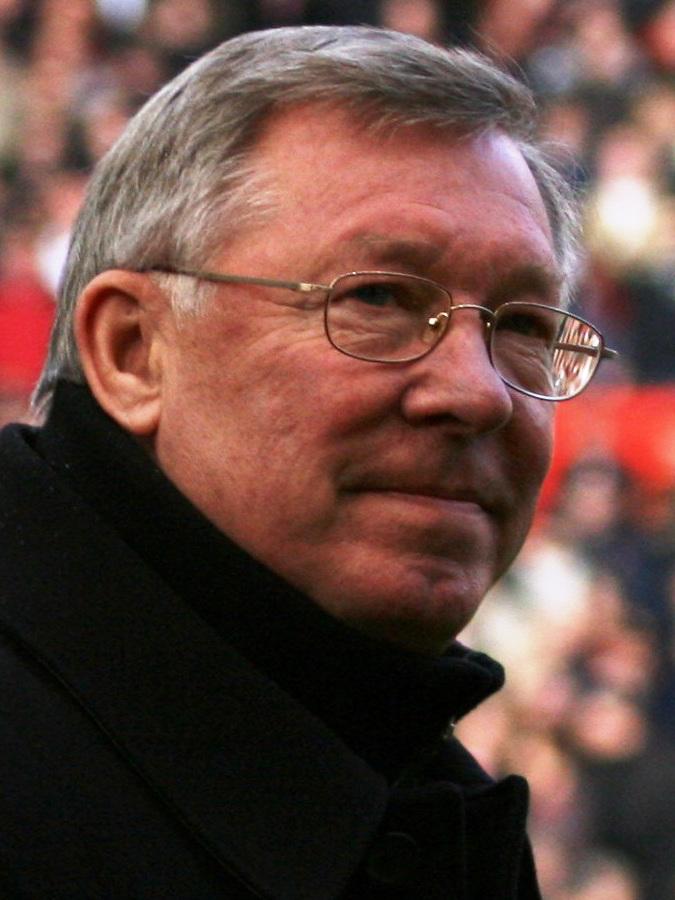 Alex Ferguson mirando a la grada de Old Trafford