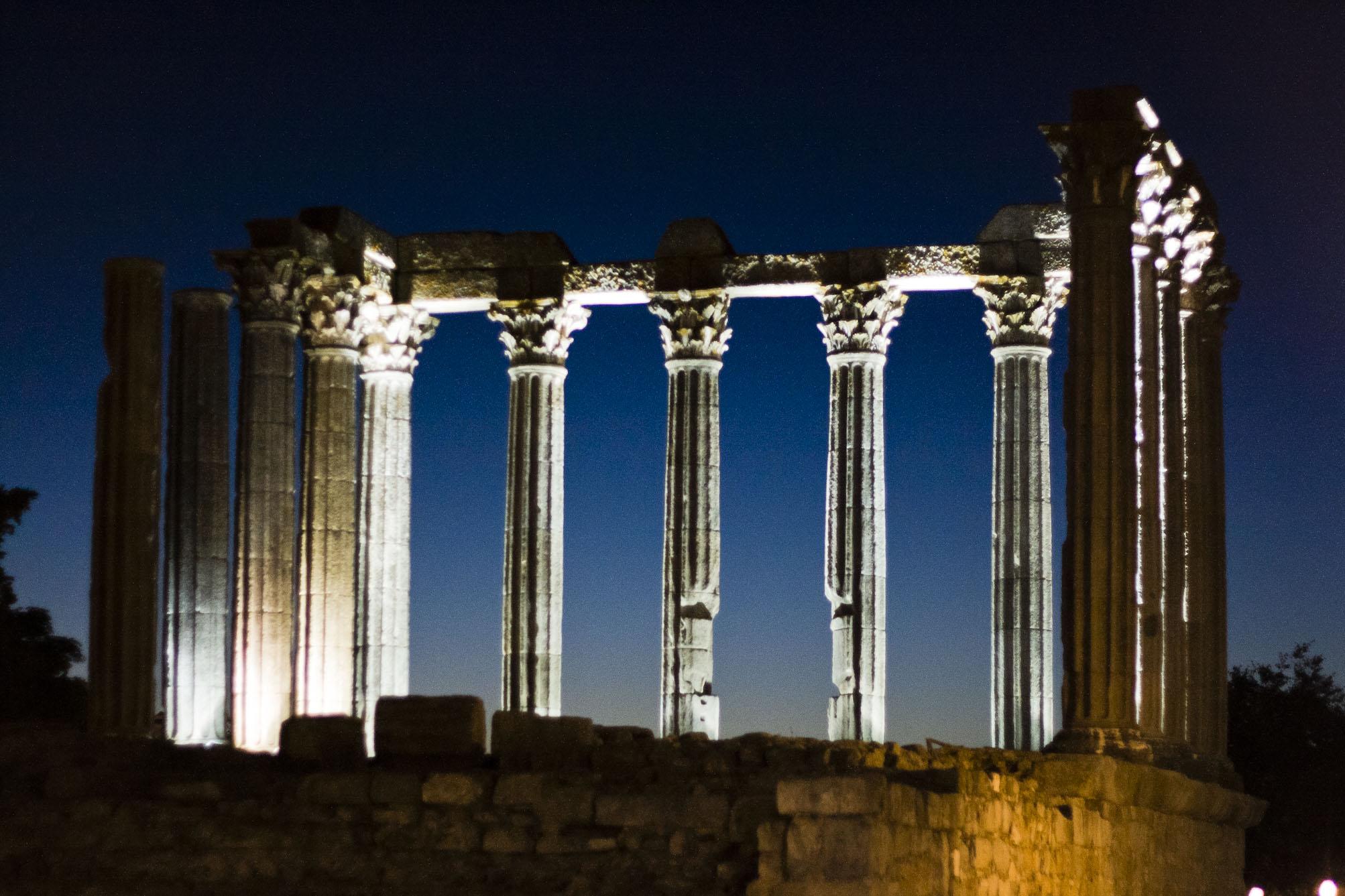 English: Evora roman temple at sunset