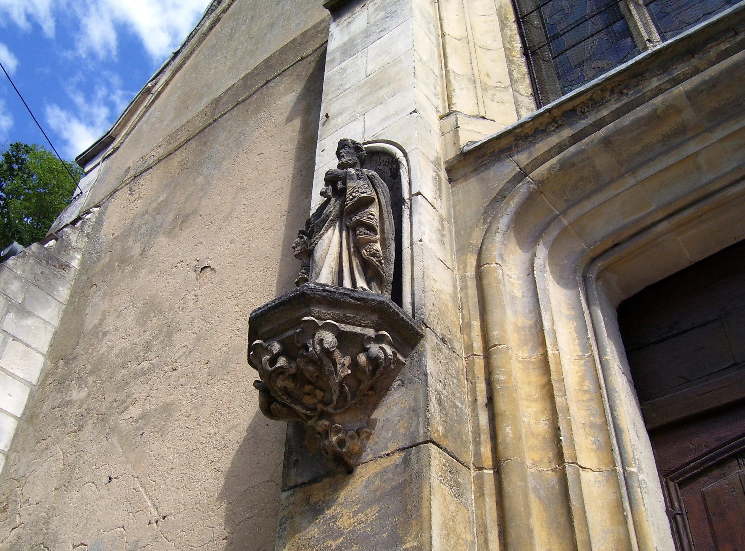 statue église montfort sur Risle