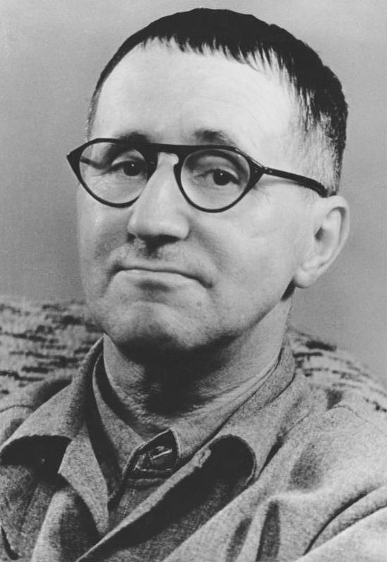 https://i2.wp.com/upload.wikimedia.org/wikipedia/commons/f/f8/Bundesarchiv_Bild_183-W0409-300,_Bertolt_Brecht.jpg