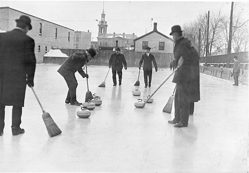 Men curling - 1909 - Ontario, Canada