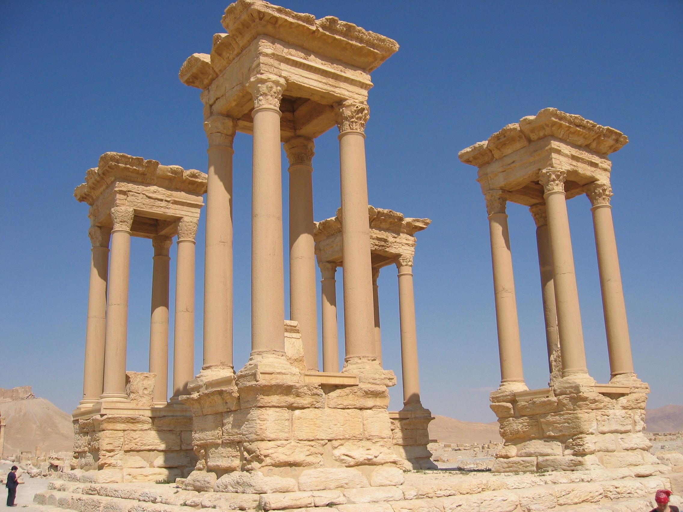 https://i2.wp.com/upload.wikimedia.org/wikipedia/commons/f/f9/Tetrapylon_in_the_Great_Collonade_Street_Palmyra_Syria.JPG