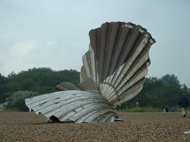 English: The Scallop The Scallop statue at Ald...
