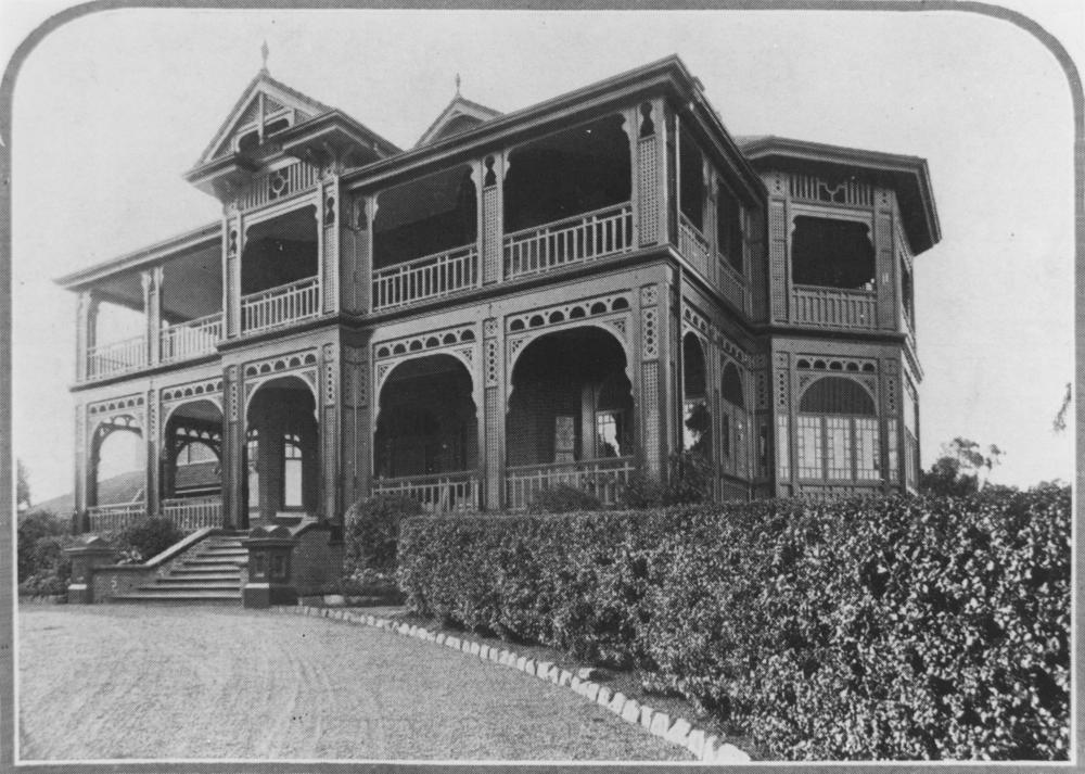 external image StateLibQld_1_181595_View_of_Ross_Roy_from_the_gravel_driveway,_1922.jpg