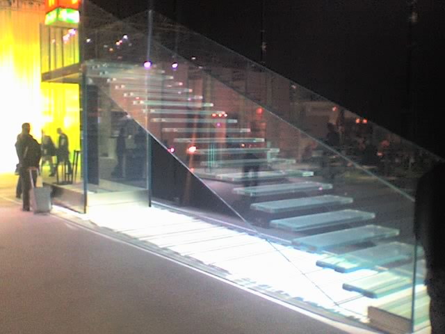 Archivo: Escalera Vidrio laminado 10 +10 +10 jpg.