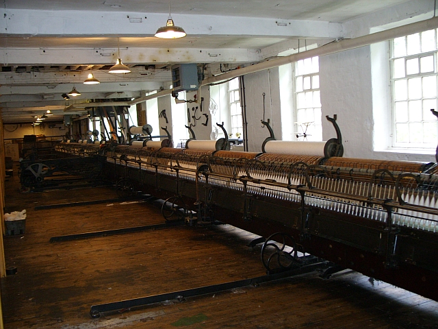 File:Mule spinning machine at Quarry Bank Mill.jpg