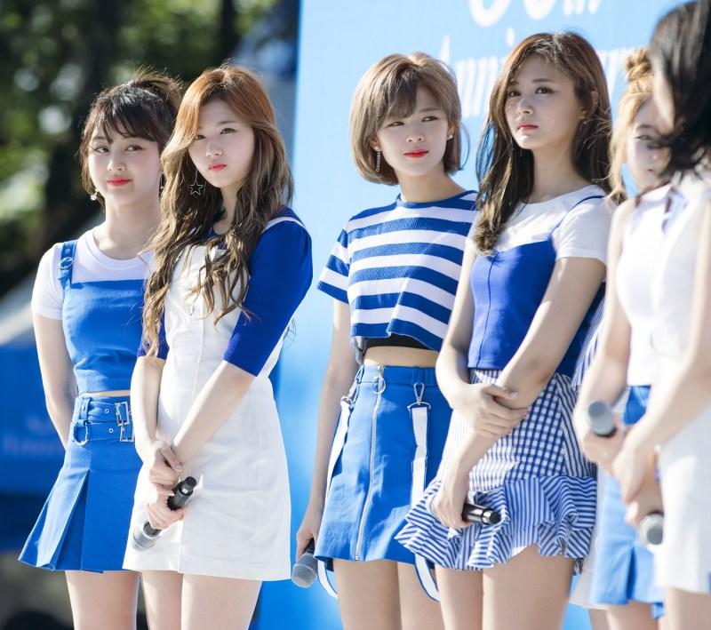 Group photo of jisoo