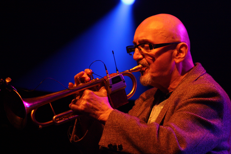 Musiker In Der Corona Krise Profi Jazzer Ingolf Burkhardt Probt