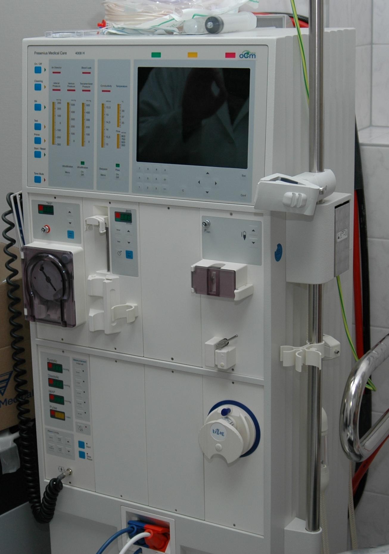 Hemodialysis machine (Photo: Patrick Glanz; Source: Wikipedia)