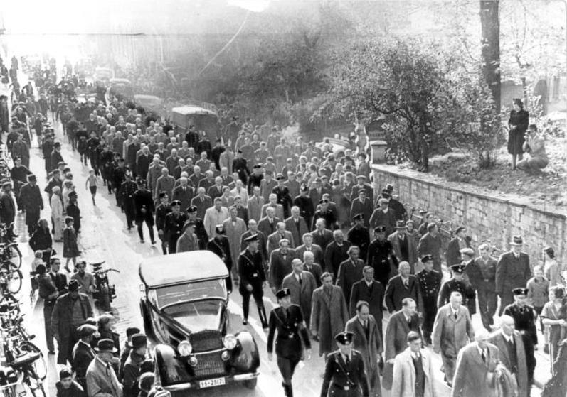 Datei:Bundesarchiv Bild 183-86686-0008, Baden-Baden, Festnahme von Juden.jpg