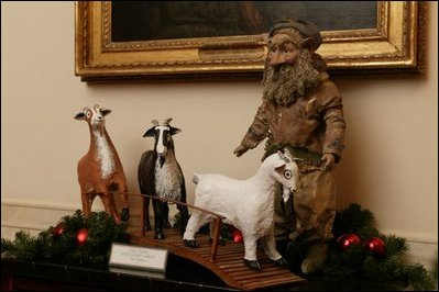 English: The White House 2003 Christmas decora...