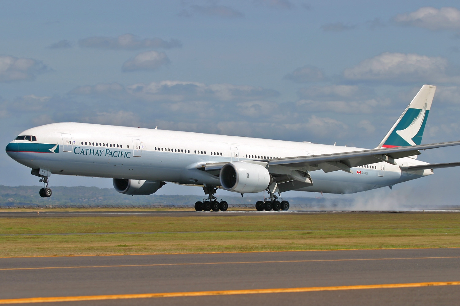 https://i2.wp.com/upload.wikimedia.org/wikipedia/commons/f/ff/Cathay_Pacific_Boeing_777-300_Pichugin-1.jpg