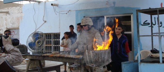 English: US Marines cook kabobs for Iraqi patr...