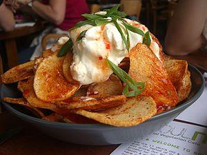English: Crispy Potato Skins with Sour Cream a...