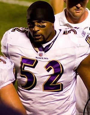 English: Baltimore Ravens linebacker Ray Lewis...