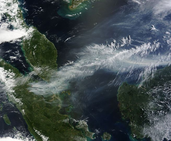Berkas:Satellite image of 2013 Southeast Asian haze - 20130619.jpg