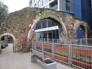 English: The three remaining arches of the Old...