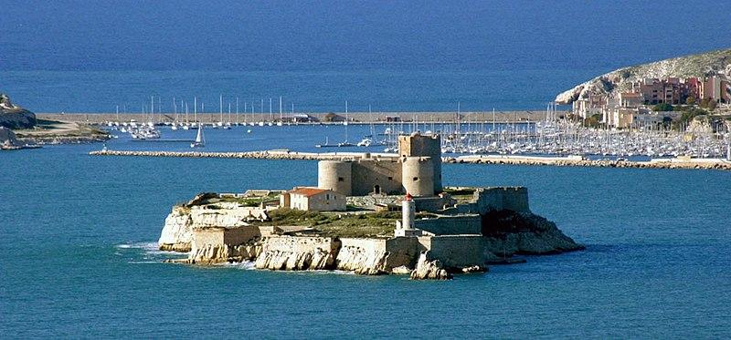 Archivo:Monte-Cristo if castle - marseille France by JM Rosier.JPG