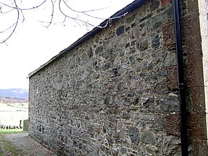 English: The north wall of Clova Kirk The nort...