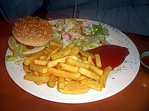 Deutsch: Veganer Burger mit Pommes vom Restaur...