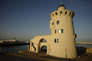 English: Lighthouse at the entrance of Puerto ...
