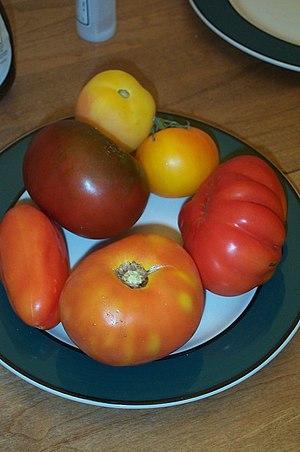 Various heirloom tomato cultivars
