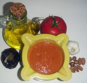 Sauce romesco and ingredients. Català: Morter ...
