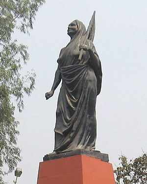 English: Statue of Matangini Hazra on the Maid...