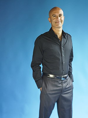 English: Picture of Robin Sharma Español: Foto...