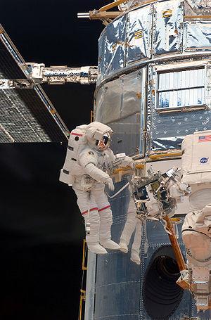 English: Astronaut John Grunsfeld performs wor...