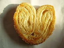 Le palmier (ou cœur de France ou prussien) est une pâtisserie à base de pâte feuilletée, en forme de cœur, largement saupoudrée de sucre qui caramélise à la cuisson.