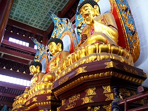 English: Three large statues of the Buddha at ...