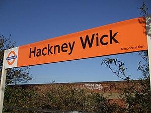 English: Hackney Wick station platform signage...