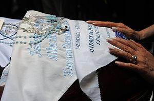 Español: Pañuelos de las Madres de Plaza de Ma...