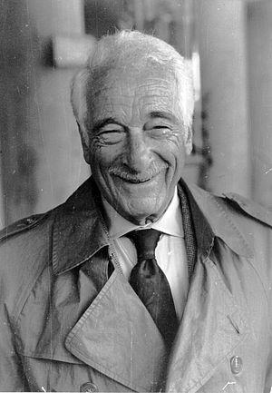 English: Danish American comedian Victor Borge...
